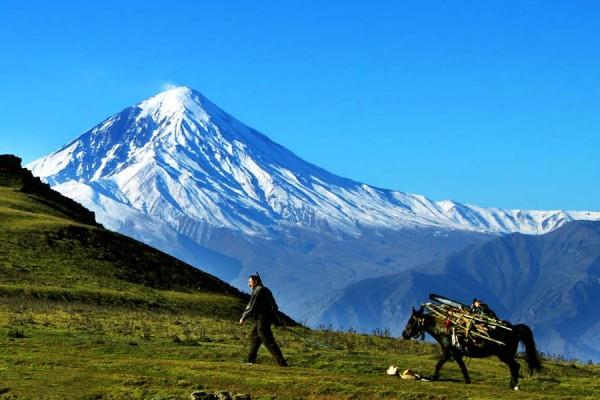 نمایی از قله دماوند