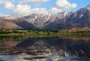انعکاس زیبای کوه ها و دشت در تالاب چغاخورت